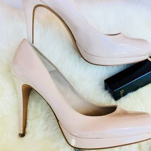 Perfect nude real patent leather pumps